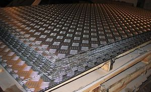 Лист алюминиевый рифленый 4х1200х3000мм (Квинтет) ТУ 1-801--20-2008